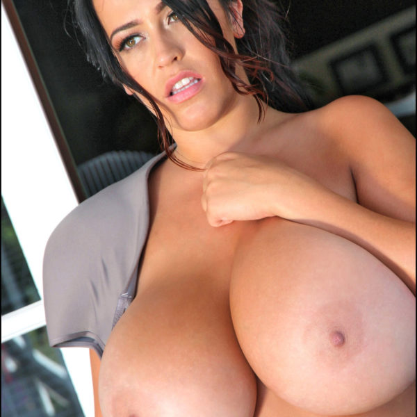 Leanne Crow's poor bra was helpless against the new boobflesh